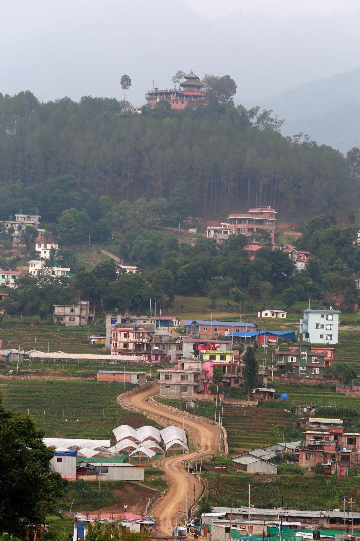 ललितपुरको धापाखेलबाट खिचिएको सन्तानेश्वर महादेव आसपासको सुनसान क्षेत्र । प्रदीपराज वन्त/रासस