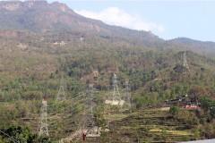म्याग्दीको रघुगङ्गा गाउँपालिका–३ मा निर्माणाधीन प्रसारण लाइन । विद्युत् प्राधिकरणले दाना–कुश्मा प्रसारण लाइनको मल्लाज खण्डदेखि राहुघाट जोड्न प्रसारण लाइन बनाएको हो । रासस